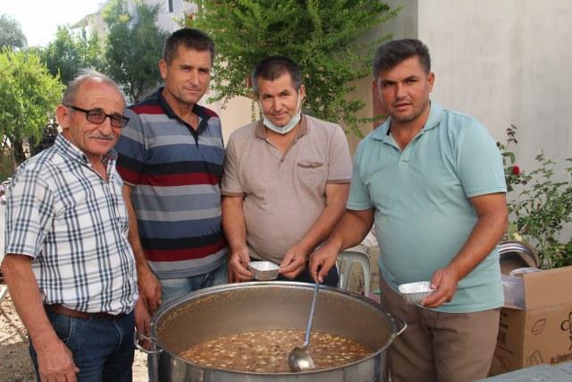 Karaçulha'da Aşure Kazanları Hamza Özkaraca İçin Kaynadı (3)_640x427